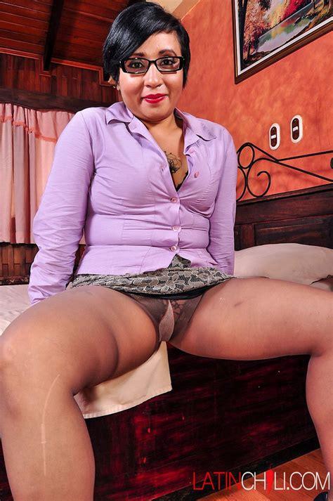 Bbw Latina Sucking Dildo